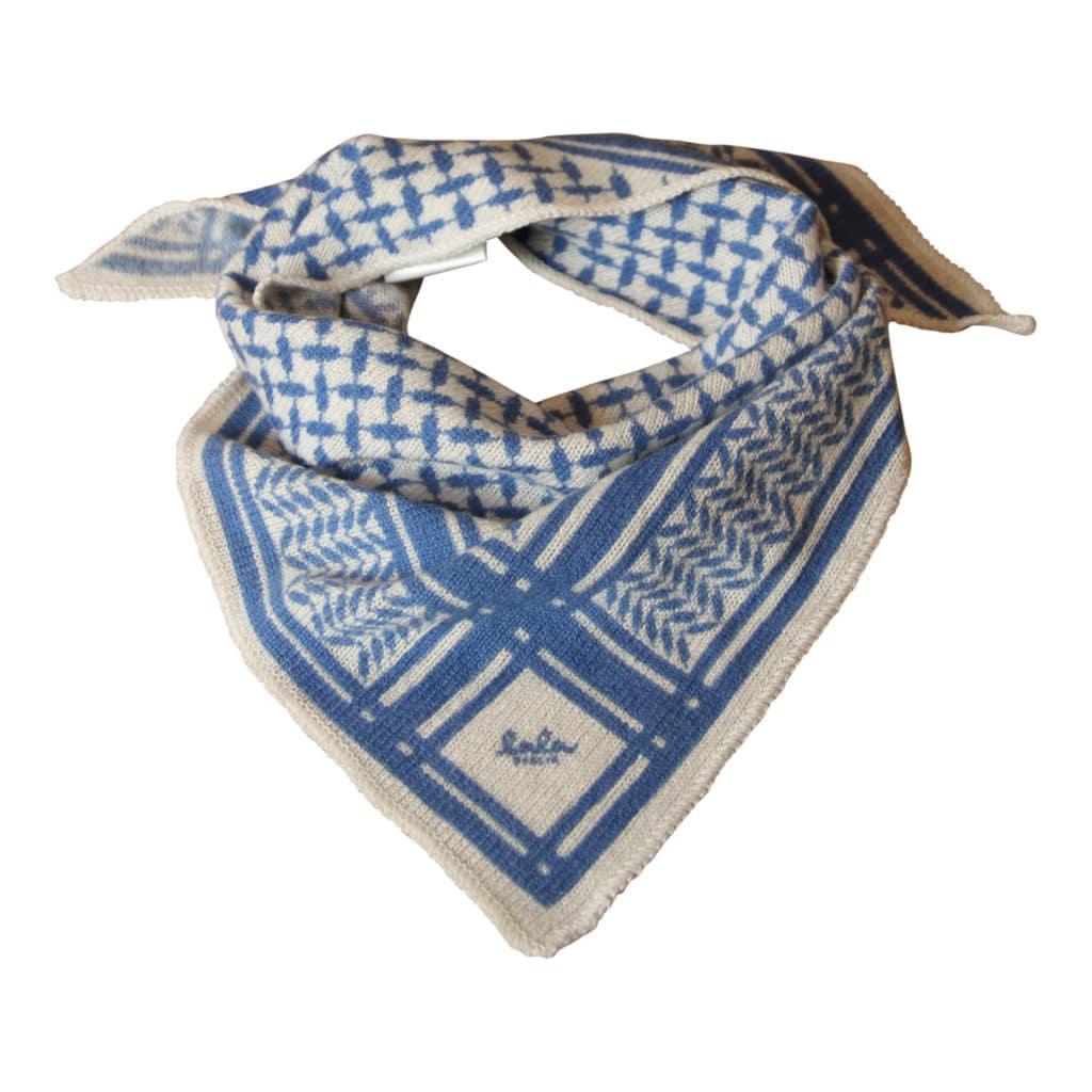 Lala Berlin Triangle Classic Tørklæde Alabastro on blue XS